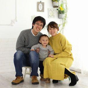 カジュアルな家族写真
