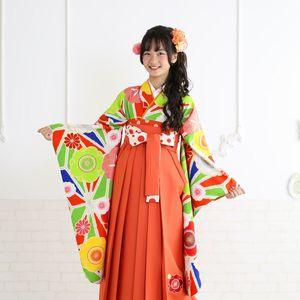 袴の袖を見せるポーズ