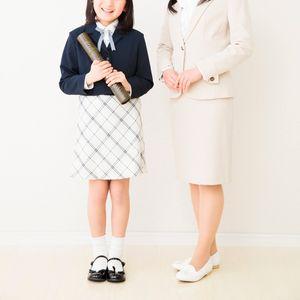 卒業式の母親のスーツ
