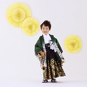 袴を履いている男の子の写真