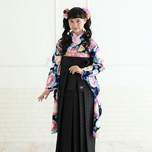 花柄の袴の女の子