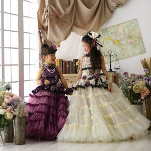 姉妹で色違いのドレス