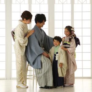 着物を着ての撮影前の家族
