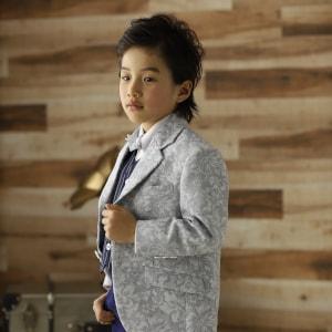 スーツ姿の男の子