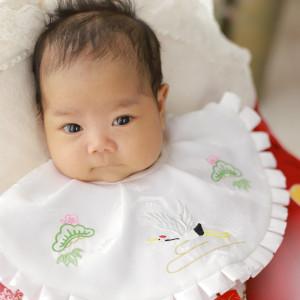 産着を着た赤ちゃん