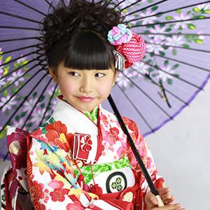 和傘を持って撮影