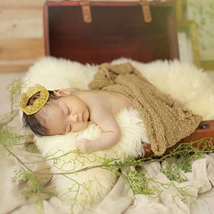 撮影で寝ている赤ちゃん