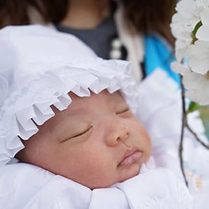 お宮参りで寝ている赤ちゃん