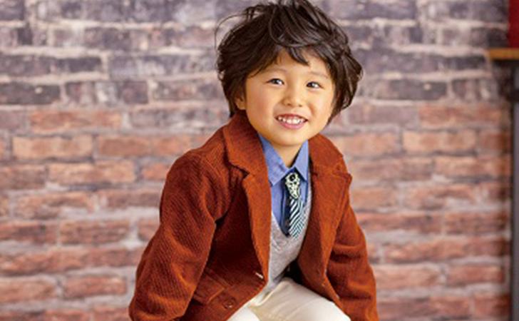 七五三にスーツを着ている男の子