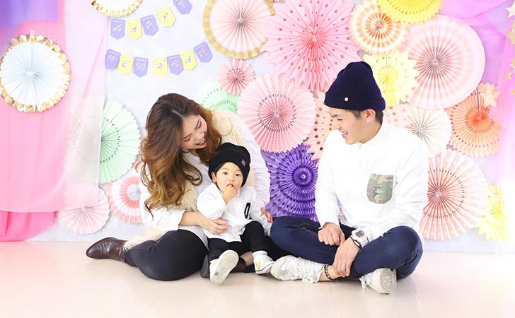 ペアルックの家族写真