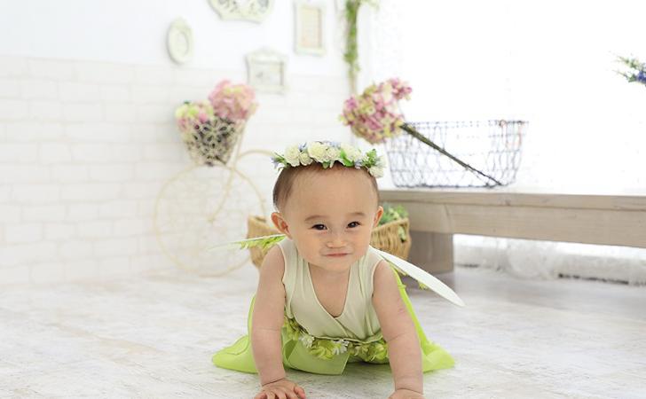 妖精の服を着た子どもの写真