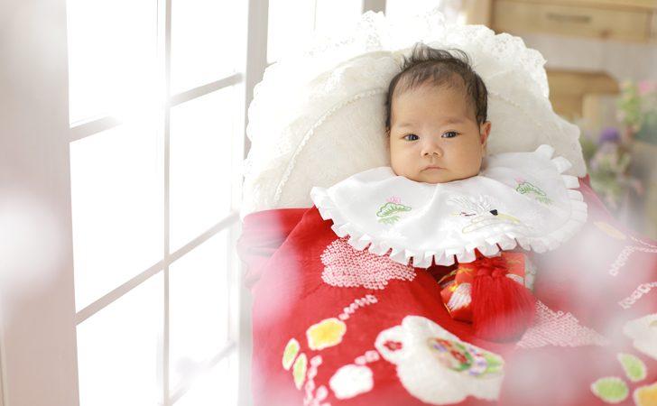 着物を着る赤ちゃん