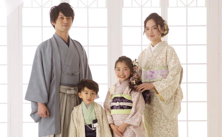 着物で家族写真