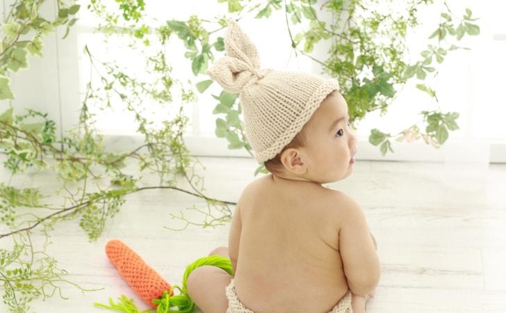 後ろ姿の赤ちゃん