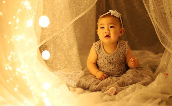 洋装の赤ちゃん