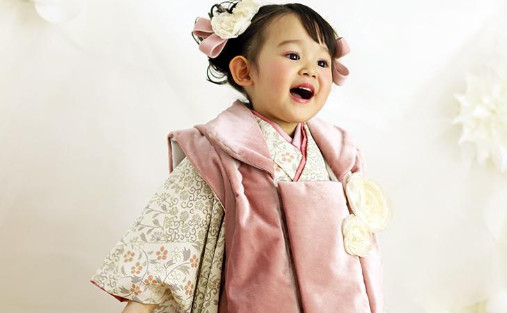 七五三撮影 ピンクの衣裳の女の子