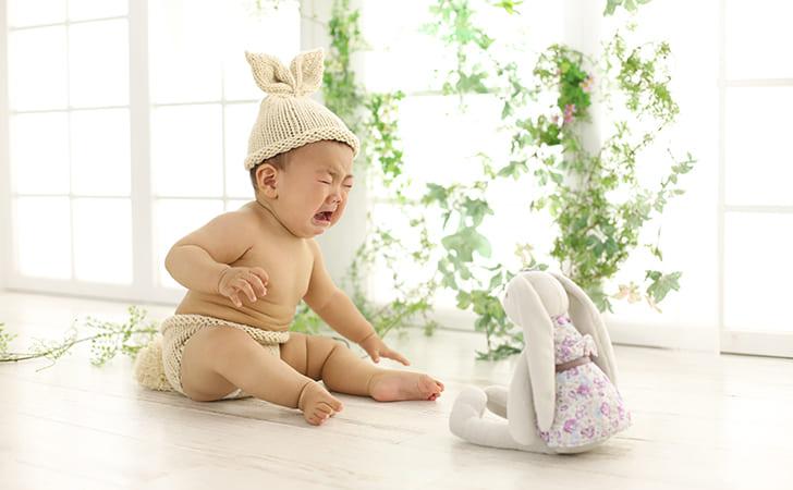 撮影で泣いている赤ちゃん